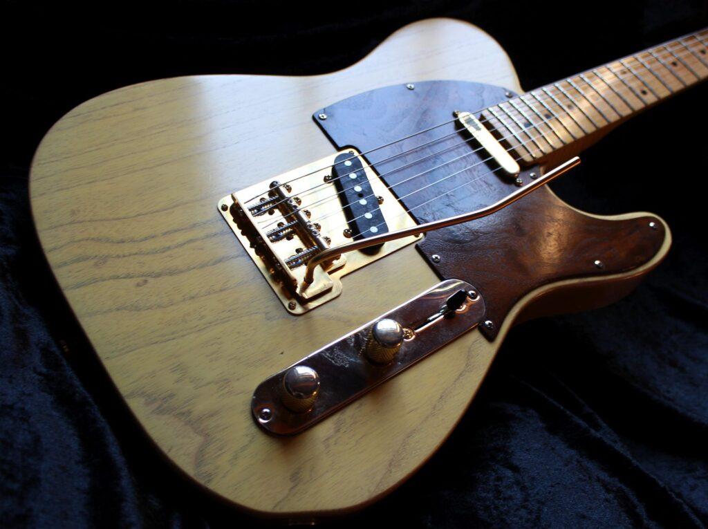 La Fender Telecaster puede llegar a pesar 5 kilogramos