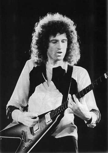 Brian May (Queen) Tocando una Gibson Glying V