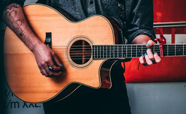 Guitarra electroacustica con cutaway