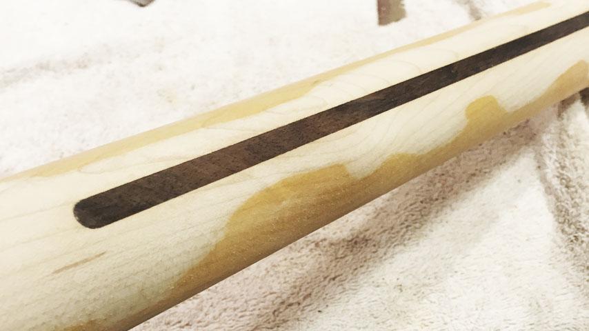 Tira que se ha acabado conociendo popularmente como skunk stripe, literalmente tira de mofeta