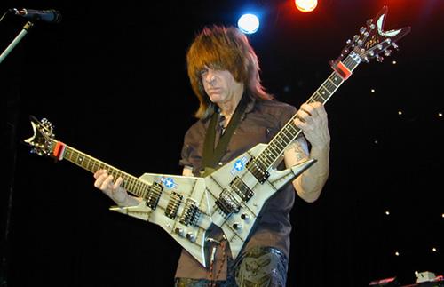 Batio fue el inventor de la Doble Guitarra en forma de V