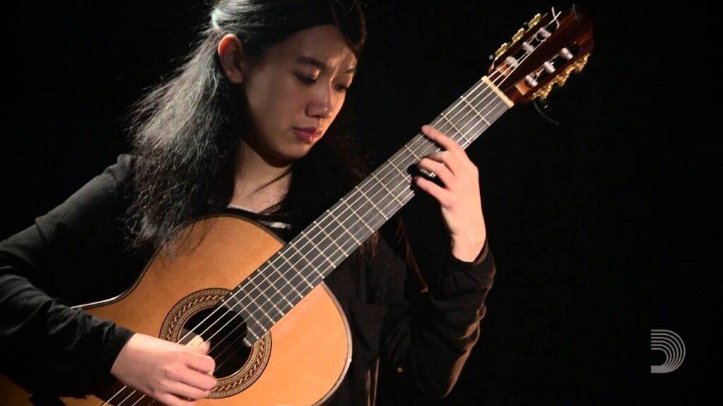 Xuefei Yang la primera guitarrista de concierto china, e internacionalmente reconocida.