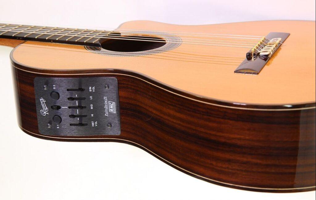 Ramirez es una marca de guitarras españolas con funcionalidades MIDI
