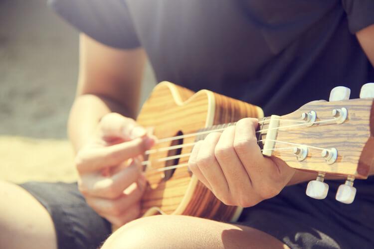 El Ukelele es un instrumento de cuatro cuerdas